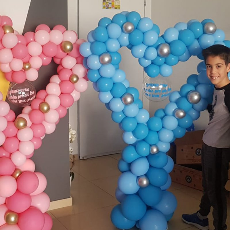 עיצוב בלונים לזוג תאומים לכבוד יום הולדתם